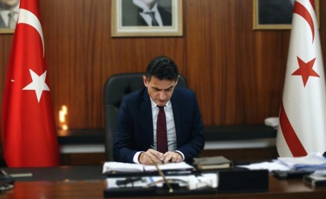 Maliye Bakanı Oğuz: Sağlık çalışanlarının mevsimlik işçileri ile muhtarlar ödeniyor
