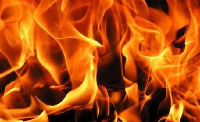 Park halinde bulunan araçta yangın çıktı