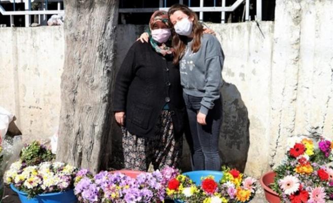 Çiçekçi Kadının Oxford'da Okuduğunu Sandığı Kızı, İstanbul'da Emlakçıda Çalışıyormuş