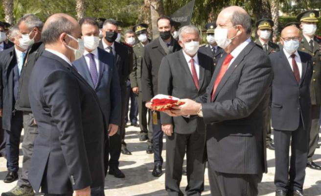 """Ersin Tatar: """"Mücahit ile Mehmetçik kucak kucağa yatıyor"""""""
