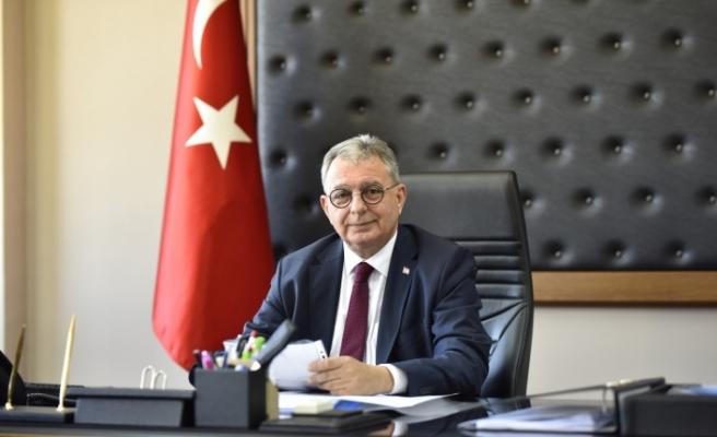 """Kutlu Evren, """"Kıbrıs Türk Hekimlerinin Beceri, Emek ve Fedakârlıkları Unutulmamalıdır""""."""