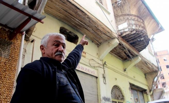Şener Şen'in doğduğu ev...  Çökecek diye korkuyoruz