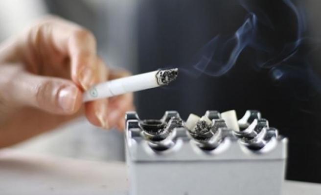 Söndürülmeyen sigaradan çıkan yangın sonucu evdeki eşyalar kullanılamaz hale geldi