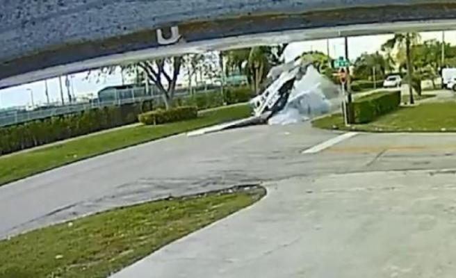 Uçak otomobilin üzerine düştü: 2 ölü, 2 yaralı