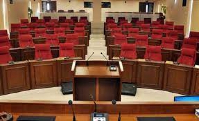 Meclis 2 saat gecikmeli toplandı