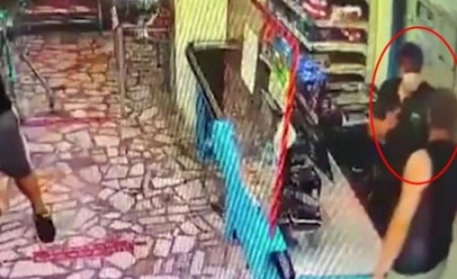 Kadın müşteriye indirimli ped öneren kasiyer, öfkeli koca tarafında darbedildi