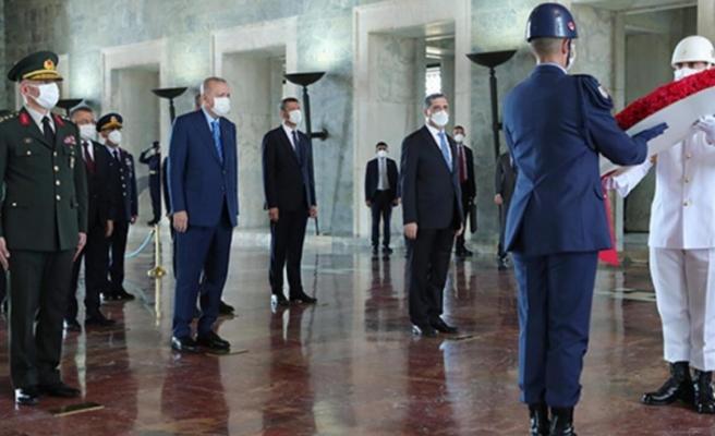 Cumhurbaşkanı Erdoğan ve YAŞ üyelerinden Anıtkabir ziyareti