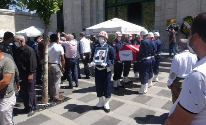 Evinde ölü bulunan Kıbrıs gazisi son yolculuğuna uğurlandı