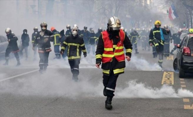 Fransa'da itfaiyeciler aşı zorunluluğuna karşı greve gidiyor