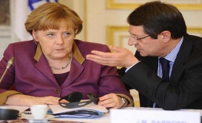 Anastasiadis, Merkel ile telefonda görüştü
