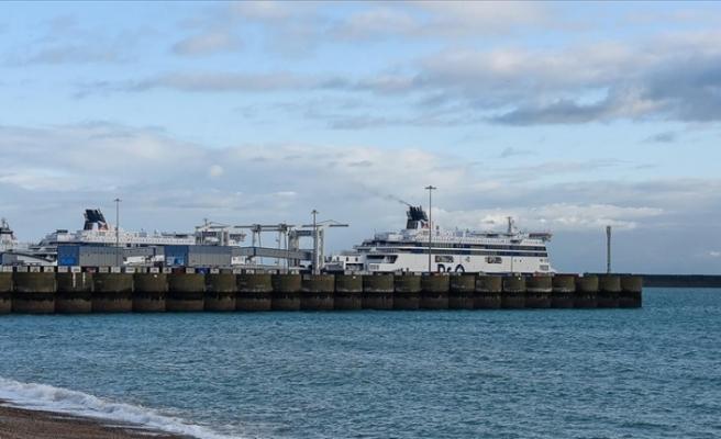 İngiliz limanında konteynırlar birikiyor