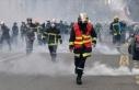 Fransa'da itfaiyeciler aşı zorunluluğuna karşı...