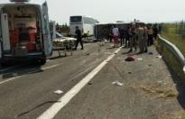 1 Mayıs kutlamalarına giden işçileri taşıyan otobüs devrildi: 5 kişi hayatını kaybetti