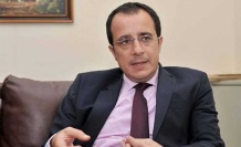 """Rum hükümeti,TC Dışişleri Bakanı Mevlüt Çavuşoğlu'nun """"Kathimerini"""" gazetesine Kıbrıs sorununa ilişkin yaptığı açıklamalara yanıt verdi."""