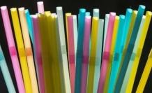 Almanya tek kullanımlık bardak, pipet ve çatal-kaşıkları yasakladı: '2050'ye kadar okyanuslarda balıktan çok plastik olacak'