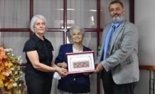 Eczacı Serpin Onay Demirciler'e İş Kadınları Derneği Onur Ödülü Takdim Edildi