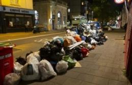 İngiltere'de temizlik işçilerinin grevi nedeniyle çöp yığınları oluştu