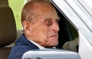 Prens Philip, ehliyetsiz araba kullanırken yakalandı:...
