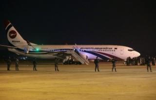 Bangladeş uçağını kaçırmaya çalışan yolcunun...