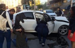 Girne'de trafik kazasında iki kişi yaralandı