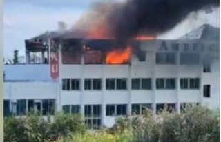 Milenyum binasında çıkan yangını söndürme çalışmaları...
