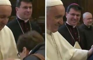 Papa yüzüğünü öptürmedi sosyal medyada olay...