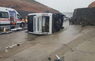Şırnak'ta askeri araç devrildi: 1 asker hayatını...