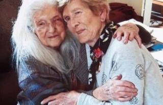 81 yaşındaki kadın 103 yaşındaki annesiyle ilk...