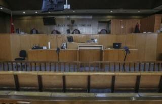Hakim ile avukat arasında etek boyu tartışması:...