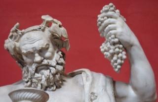 Şarap, dans ve doğurganlık tanrısı Dionysus 2000...