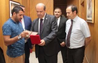 Tatar, Başbakanlık çalışanlarıyla tanıştı
