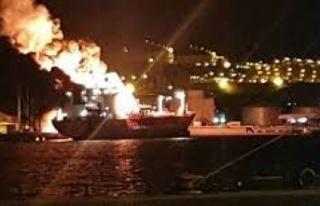 İzmir'de bir gemide meydana gelen patlama sonrası...