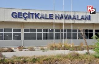 Geçitkale Havaalanı'nda eğitim uçağı düştü:...