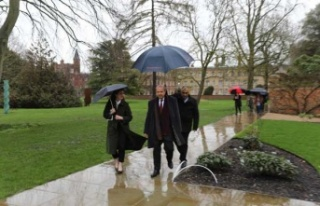 Başbakan Tatar İngiltere'de temaslarına başladı......