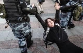 Moskova'daki izinsiz gösterilerde 132 kişi gözaltına...