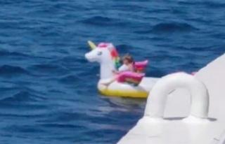 5 yaşındaki çocuk Akdeniz'in ortasında can simidi...