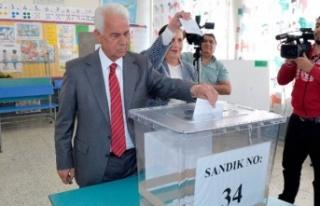 Eroğlu'dan Ersin Tatar'a tam destek