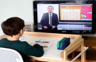 Türkiye'de eğitim-öğretim yılı uzaktan...