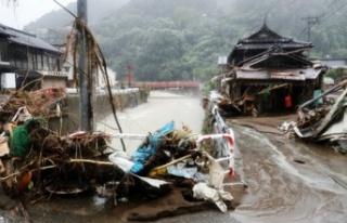 Japonya'yı Haişen tayfunu vurdu: 2 ölü, 100'den...