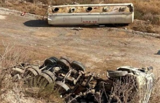 Su tankeri 15 metre yükseklikten aşağıya düştü,...