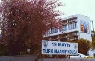 19 Mayıs Türk Maarif Koleji'nde bir öğretmen...