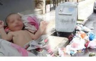 Minik bebeği poşetleyip çöpe atmıştı! Kahreden...