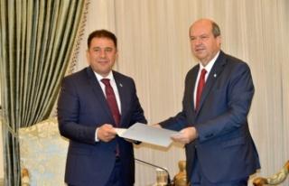 Cumhurbaşkanı Tatar Bugün UBP Başkan Vekili Saner'i...