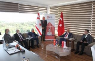 Cumhurbaşkanı Tatar KİÜ'yi ziyaret ederek önemli...