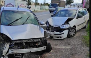İki Araç Çarpıştı.. . Sürücü şoka girdi