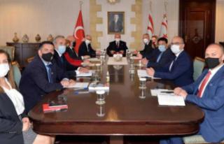 Cumhurbaşkanı Ersin Tatar, akademisyenlerle bir...