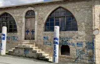 Rum Kesimi'nde camiye 'haç' resmi çizip, 'Türklere...