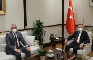 TC Cumhurbaşkanı Yardımcısı Oktay, Bakan Amcaoğlu'nu...