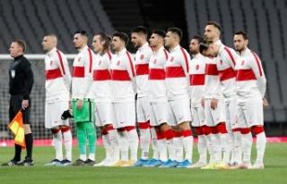 Türkiye A Milli Takım'da 3 futbolcunun korona...