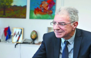 Rum Eğitim Bakanı Prodromos Prodromu koronavirüse...